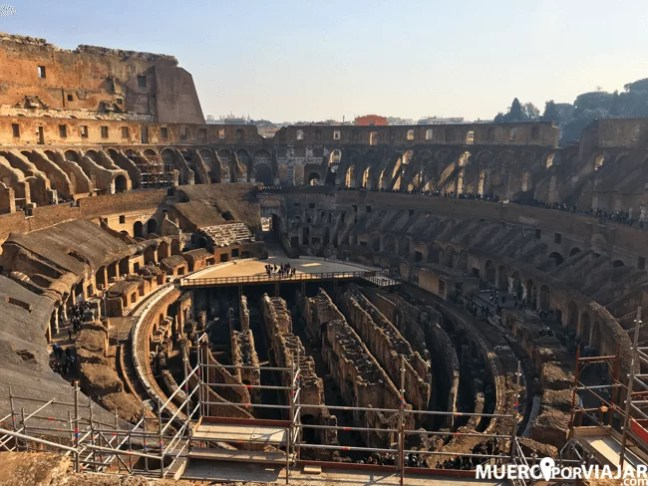 Actualmente la arena del Coliseo ya no está presente, pero hay una pequeña plataforma para que los visitantes (los que han pagado la visita extra) puedan sentirse como gladiadores