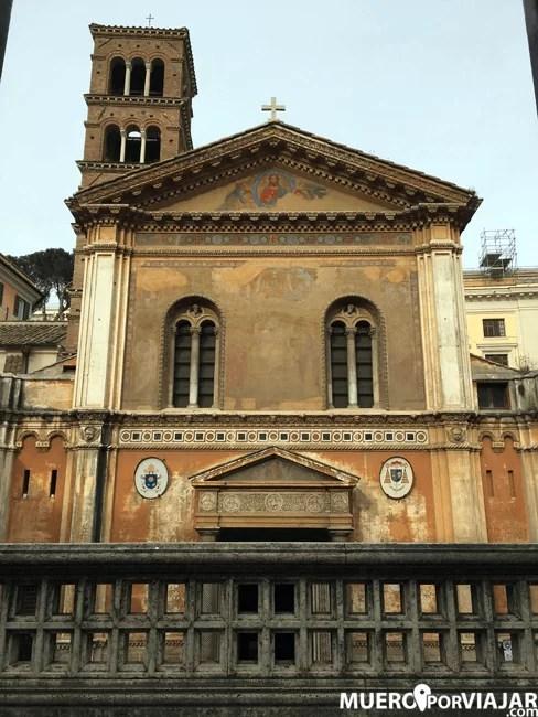 Fachada de la basilica de Santa Pudenziana en Roma