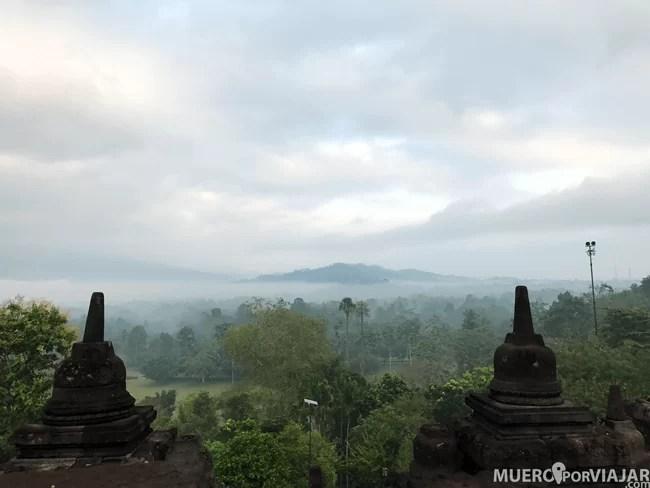 Los bosques que rodean Borobudur adornan su precioso paisaje