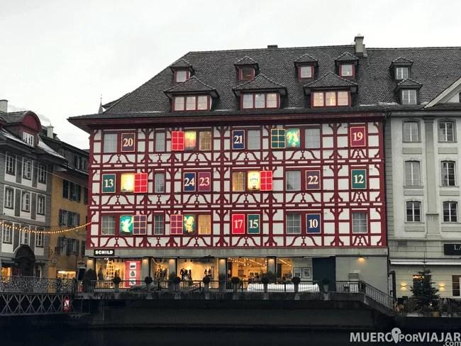 El edificio Schild Fashion House Giant Advent Calendar en Lucerna