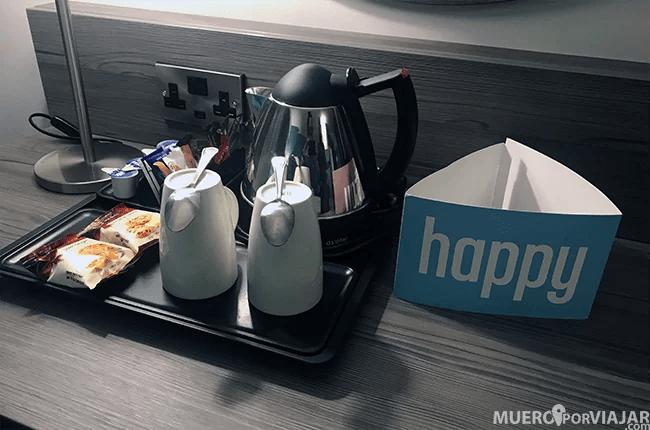 El hotel dispone de un completo set de te y café para que te lo prepares a tu gusto en la habitación