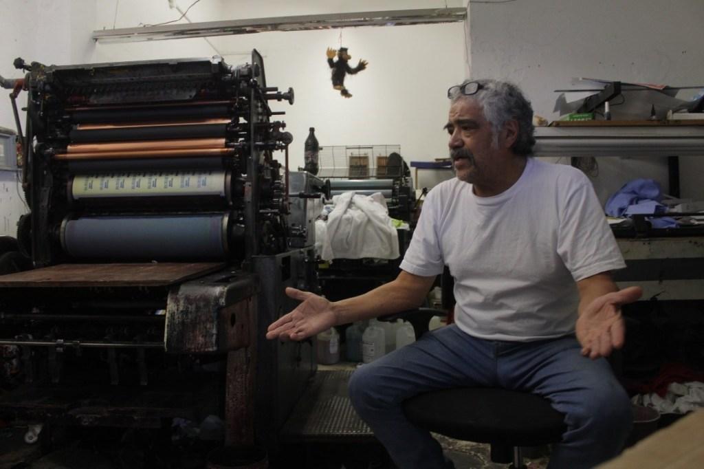 Gerardo Ríos Castellanos en su taller de imprenta/ Foto: César H. Dorado