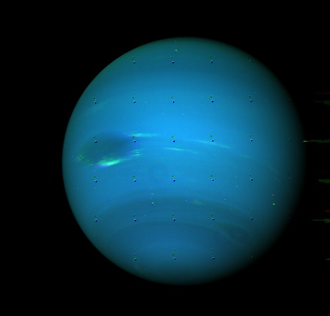 Fotografía: De Kevin Gill from Nashua, NH, United States - Neptune - August 1989, CC BY-SA 2.0, https://commons.wikimedia.org/w/index.php?curid=45862814