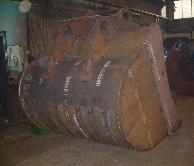 hardox 400 den yapılmış kepçe kovası