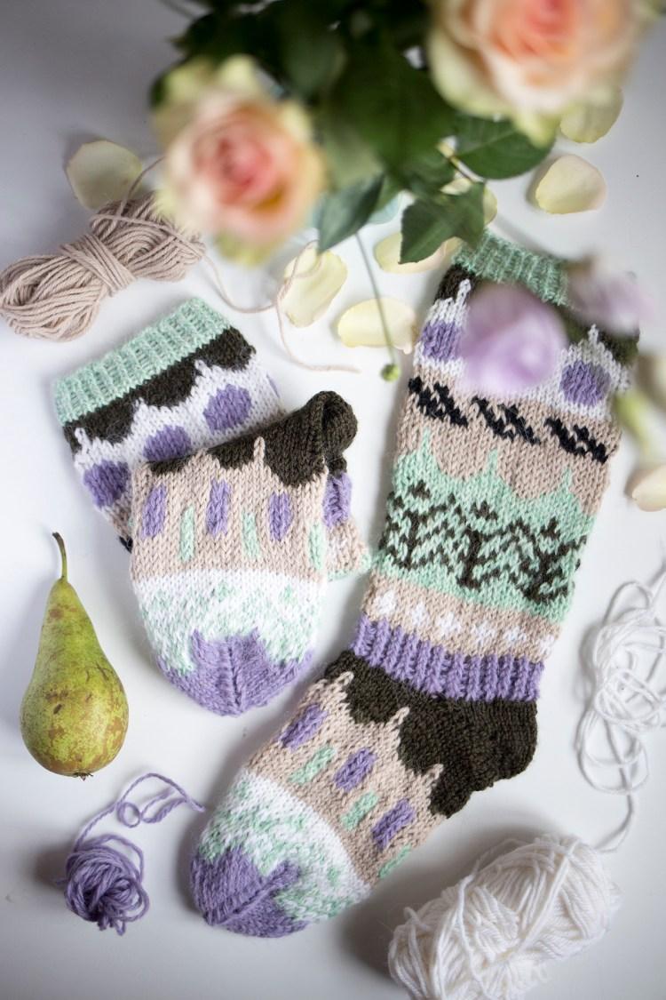 Muita Ihania -blogin ikiomat talvisukat, jotka valmistuvat pikkuhiljaa päivä kerrallaan.