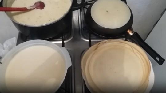 A forma mais fácil de fazer crepes é…com a base da frigideira!