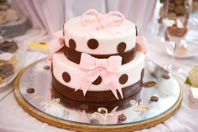 torta-con-moño-cumpleaños-mujer
