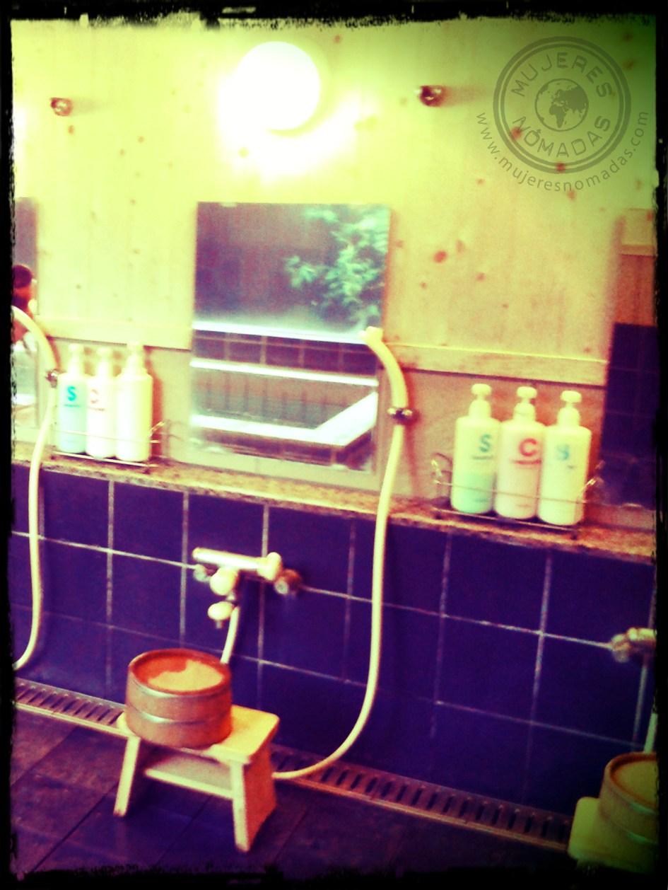Utensilios de aseo en las duchas