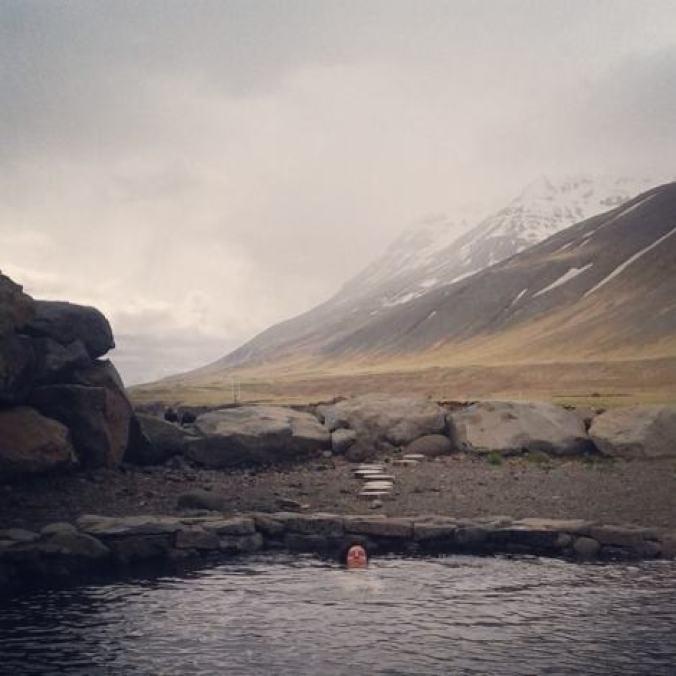 islandia-sonsoles-lozano-grettislaug-fiordos-viajad-viajad-maldito