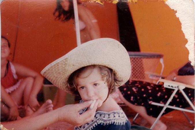 A veces, me he preguntado… ¿qué me dieron de fumar de pequeña?