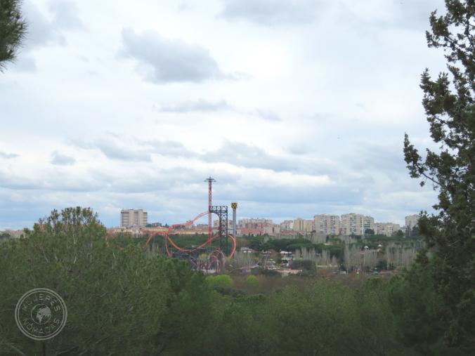 Vista del Parque de Atracciones desde el mirador de la cafetería del Teleférico.