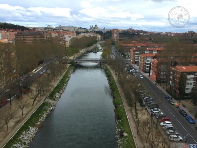 Vistas del río Manzanares y parte del casco histórico al fondo.