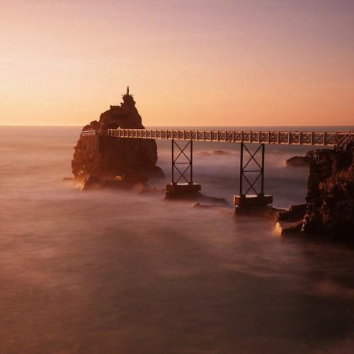 Atardecer en la Roca de la Virgen en Biarritz (Francia)