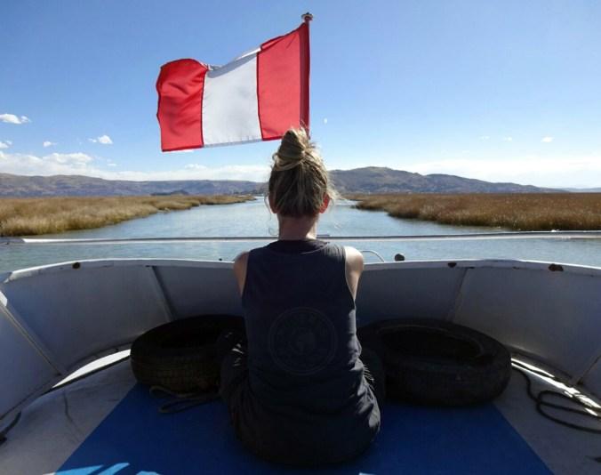 Navegando por el Lago Titicaca en Perú.