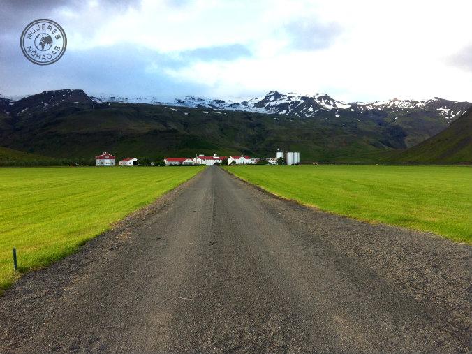El Eyjafjallajökull al fondo.