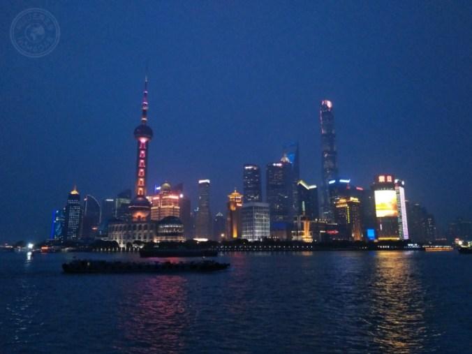 Barrio de Pudong al frente del río, el distrito financiero de Shanghái.
