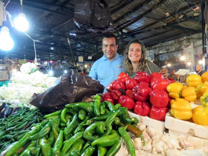 Interactuando con los jordanos en uno de sus mercados.