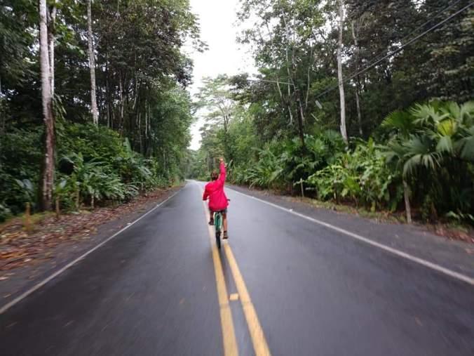 Desde Puerto Viejo hasta Manzanillo en bicicleta. Costa Rica.