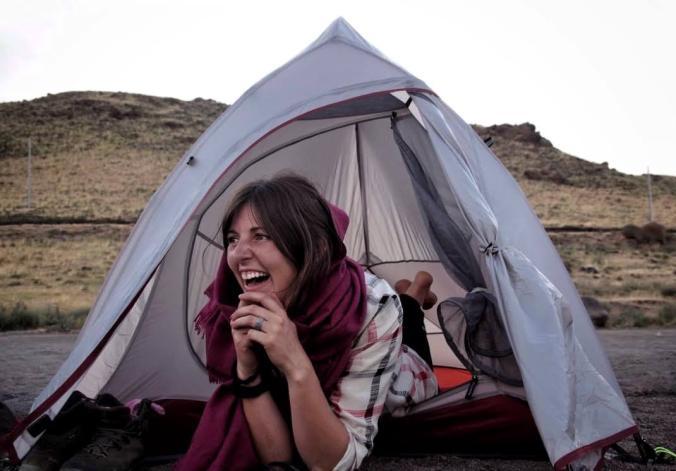 Mi casita portable. Acampando frente a un río de Irán.