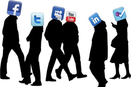 دور حاضر میں سوشل میڈیا اکاؤنٹس کی بندش اور صارفین(اختصاریہ)۔۔محمد نعیم شہزاد