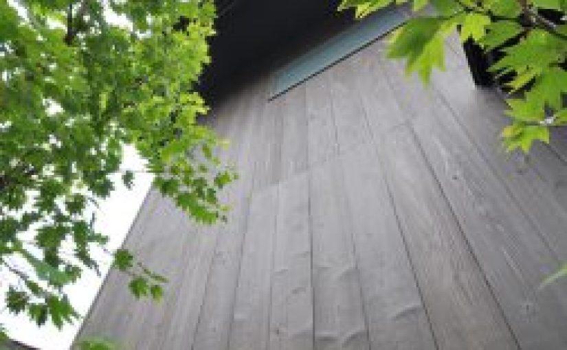 外壁板に焼杉板(焼板)・YS-03をご採用いただきました。