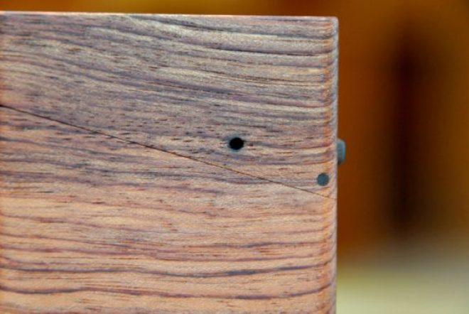 木の名刺入れ・ブビンガ(釘穴)