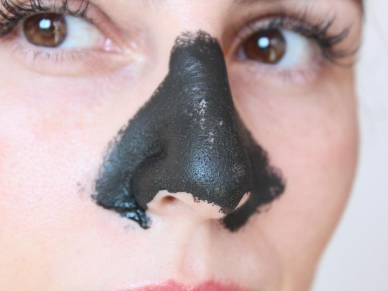 Máscara Negra para cravos no nariz