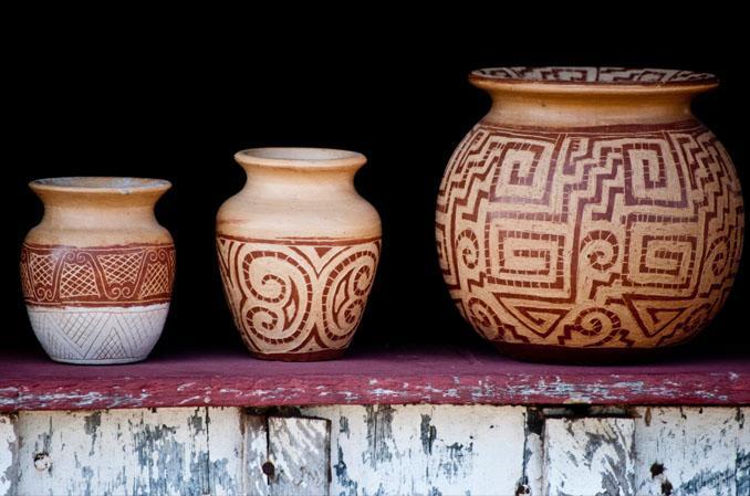 Vasos indígenas de cerâmica