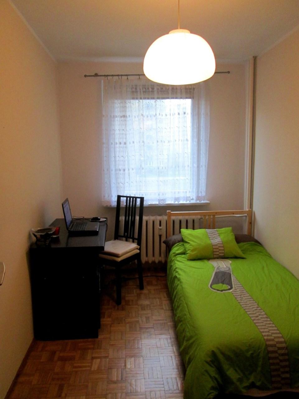 comfortable-single-room-poznan-c2768cdc82ad587169cd36a7d267c65f
