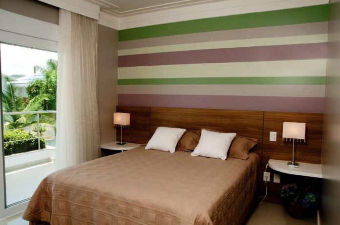decoracao-quarto-de-casal-com-papel-de-parede-listrado-julianapippi-66146-proportional-height_cover_medium