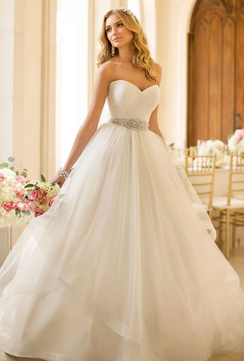 e0d942ffbf2ae0a4114ef1c207460ad3--mod-wedding-wedding-dress
