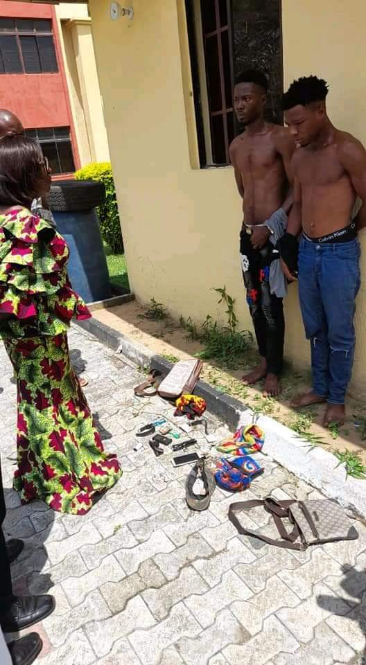 Unical Security Arrest two Hoodlums for Snatching Phone From a Year one Student