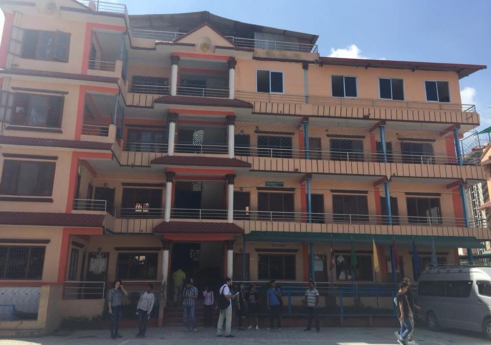 Fundación Multipolar presentó sus proyectos en una de las escuelas más importantes de Nepal