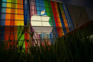Apple Inc. iPhones, iPads banned by US, Samsung Group triumphs