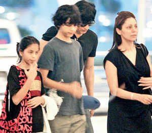 SRK takes off for Suhana
