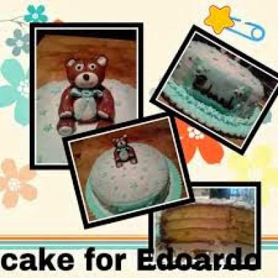 Torta per Edoardo pan di spagna con topper orsetto in cake design