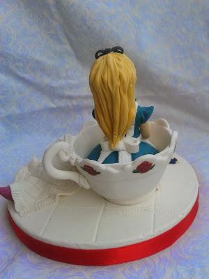alice in wonderland cake topper , fondant cake topper Alice in wonderland, cake topper Alice nel paese delle meraviglie in pasta di zucchero con stregatto in pasta di zucchero