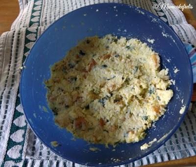 ricetta delle polpette di zucchine con menta e pane raffermo, uova cotte al forno che si possono anche friggere