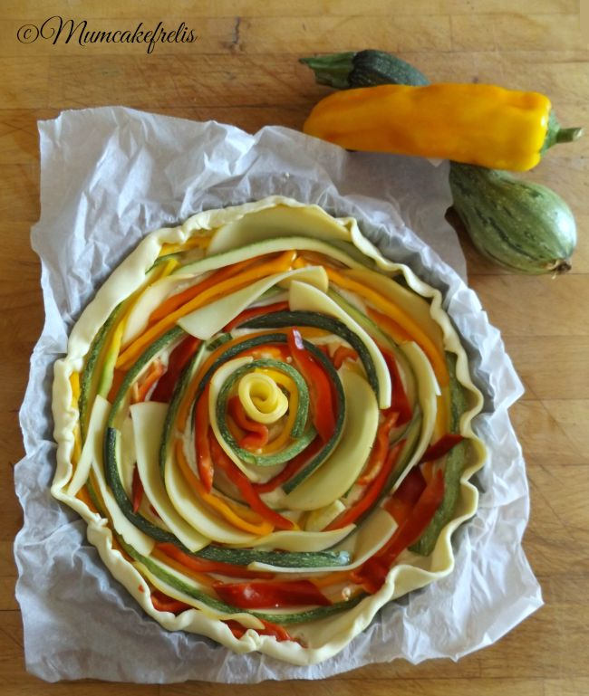 Come fare una torta salata di verdure con decorazione a girandola, pie with vegetables Catherine wheel