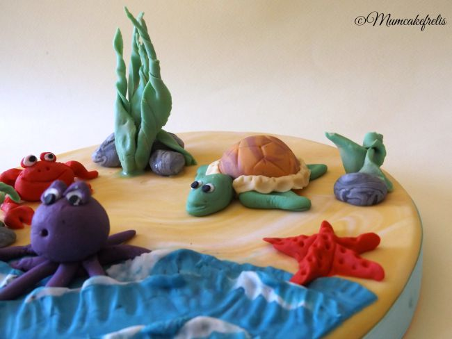 Cake Topper con granchio, polpo, tartaruga e stella marina in pasta di zucchero per un compleanno. Sea Creature cake Toppers Cakes Ideas, Cupcakes Toppers, Sea Parties, Sea Cupcakes, Yummy Cupcakes, Cakes Decor, Sea Turtles Cakes Toppers, Sea Animal, Animal Cupcakes, Mini Fondant Sea Creatures cake Toppers