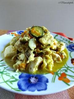 """Ricetta del pollo al curry con zucchine e carote, ricetta facile e veloce, Se siete stanchi del solito petto di pollo e cercate qualcosa di nuovo e più gustoso la ricetta del """"Pollo al curry"""" è quella che fa per voi."""