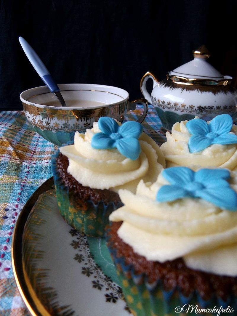 Cupcakes al cappuccino con ganache al cioccolato bianco