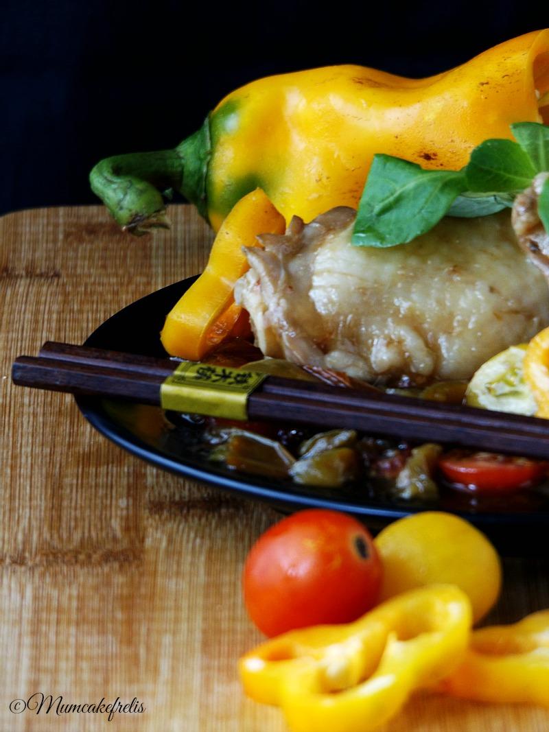Stufato di pollo peperoni e pomodori