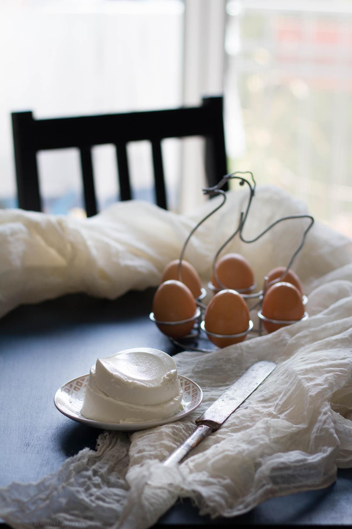 ingredienti per la ciambella ricotta e uova