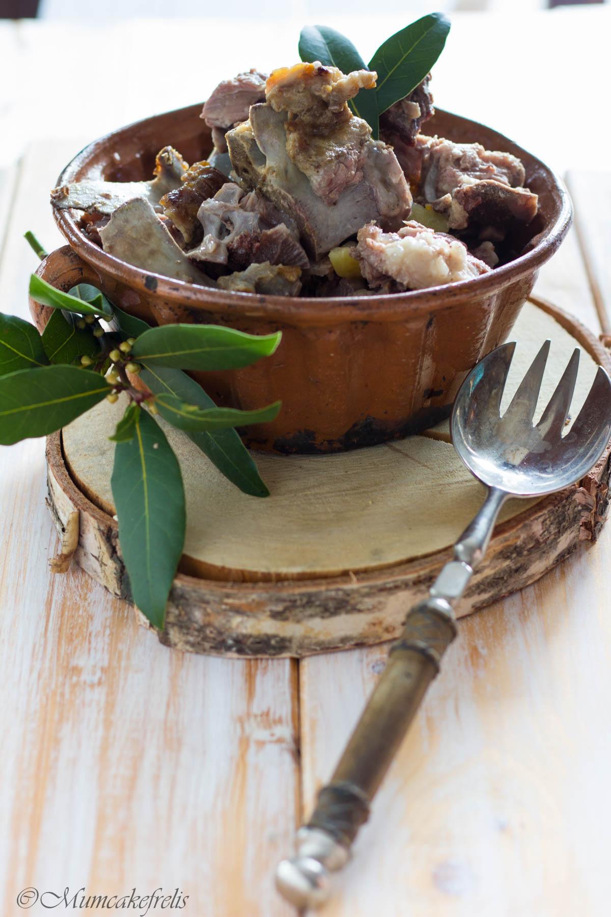 ossi di mascio, ossa di maiale bollite, piatto tradizionale Veneto
