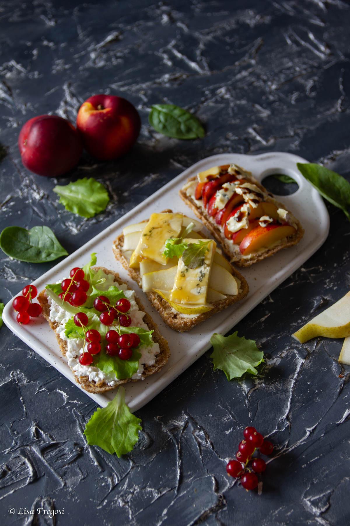 sandwich con formaggio e frutta