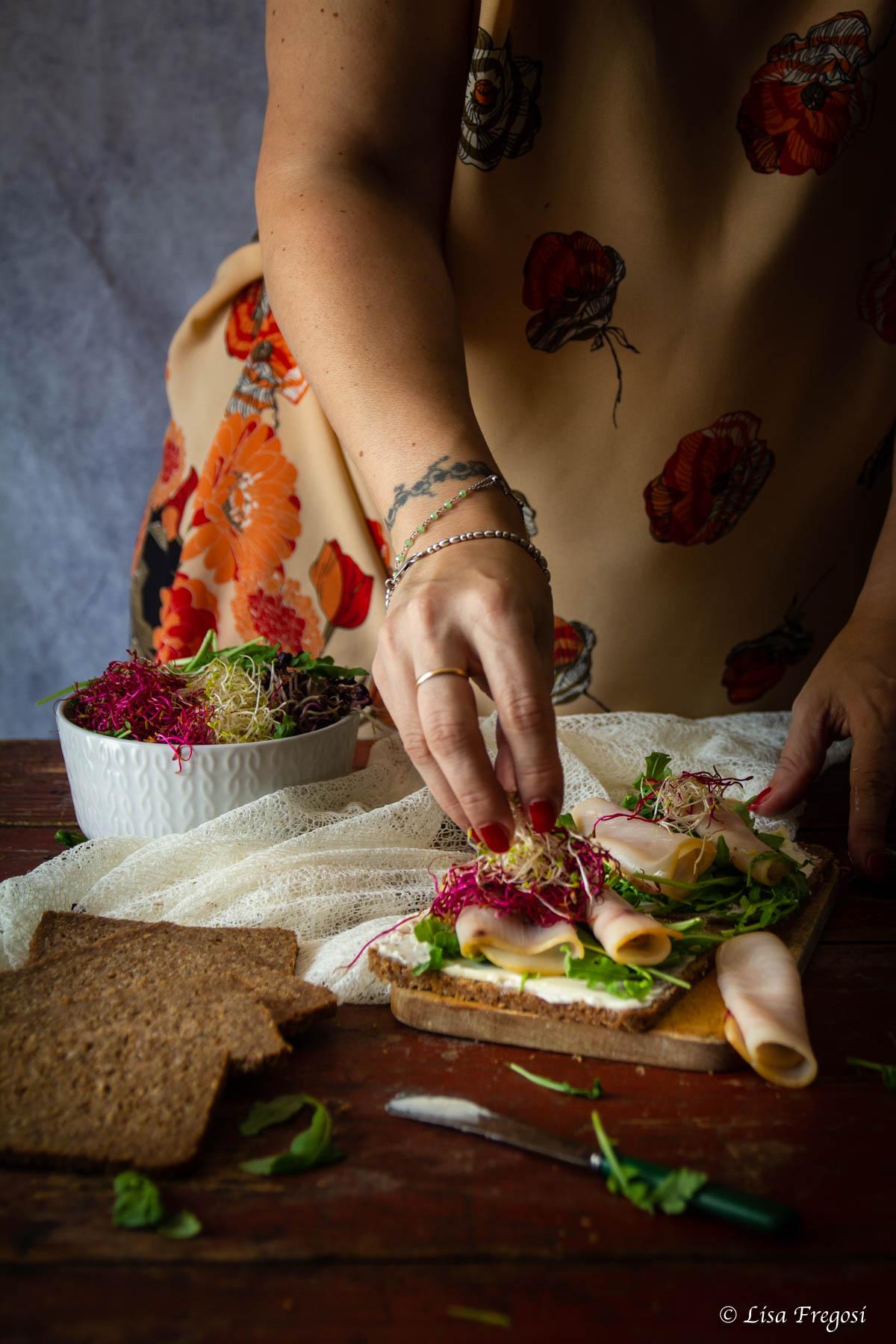 open sandwich al melone e pesce spada
