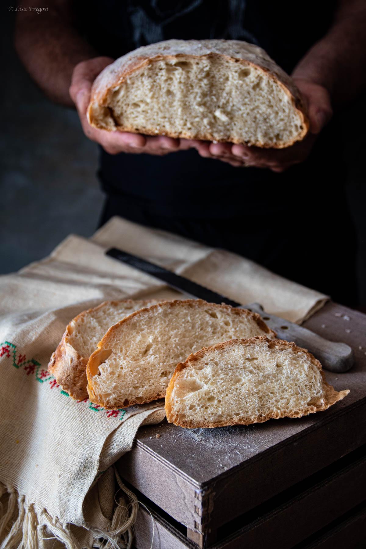 pane senza impasto cotto nella pentola di ghisa