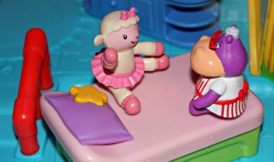 Doc Is In Clinic Doc McStuffins comes with Doc McStuffins figure as well as Lambie and the Hammie Hippo
