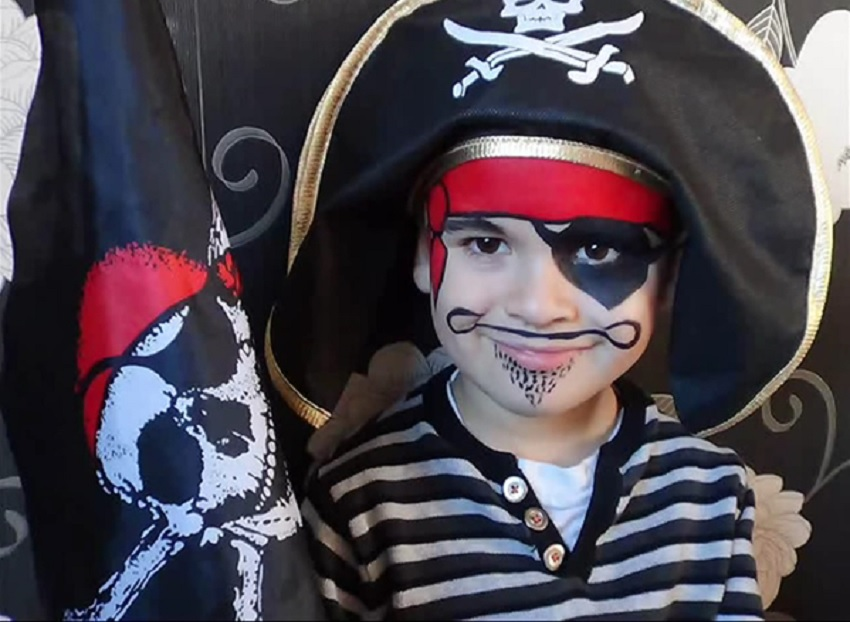 adorable pirate face-painting for halloween